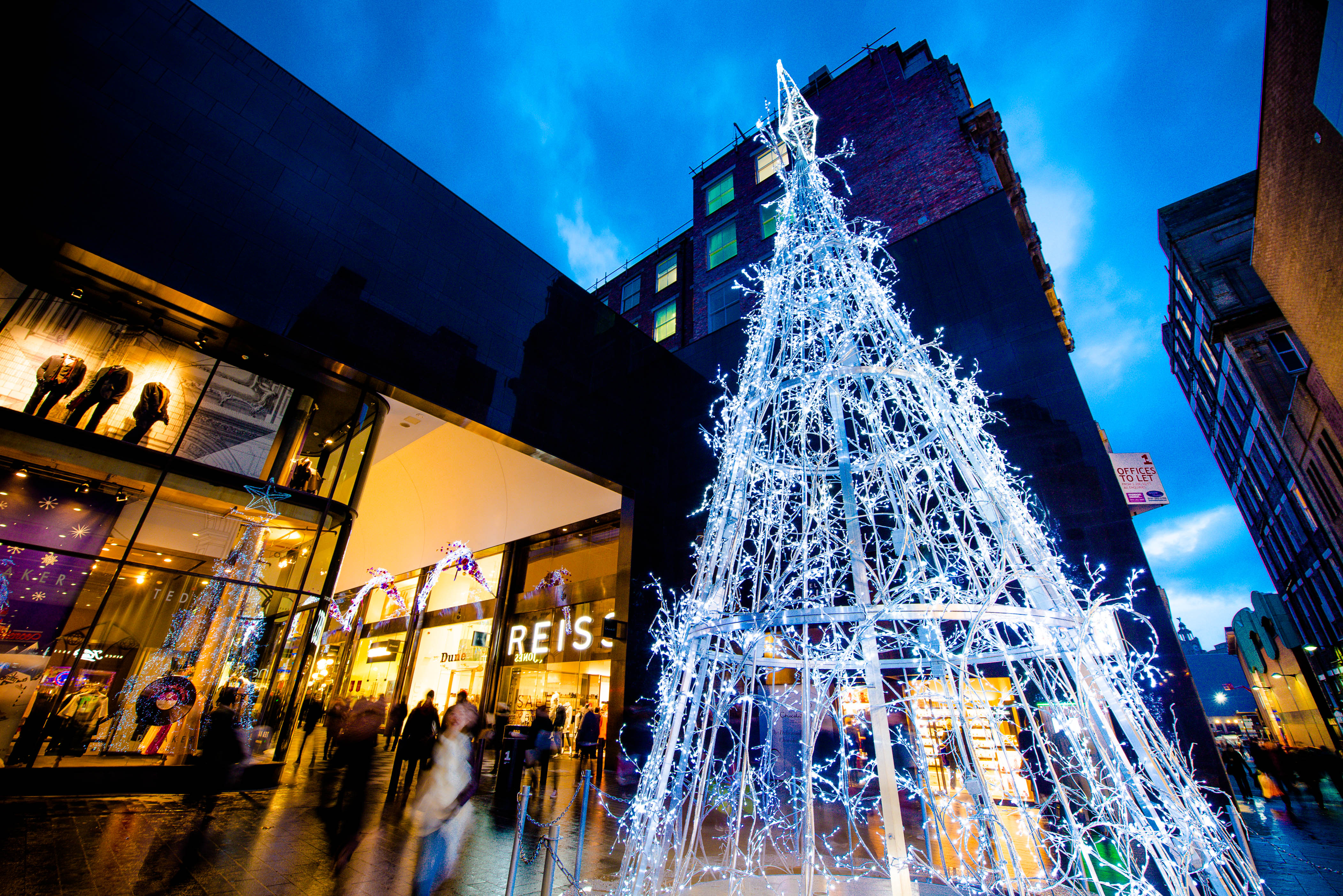 Chritsmas-tree-in-Peters-Lane-at-Liverpool-ONE